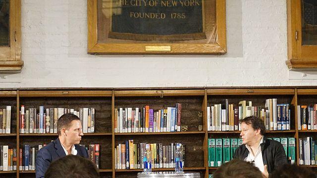 """<span class=""""entry-title-primary"""">Wofür steht Peter Thiel?</span> <span class=""""entry-subtitle"""">Wie ein konservativer Tech-Prediger sich die Zukunft vorstellt</span>"""